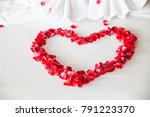Red Roses Petal Heart Shaped O...