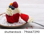 Bite Cupcake Red Velvet With...