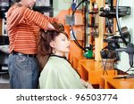 hairdresser give a had massage