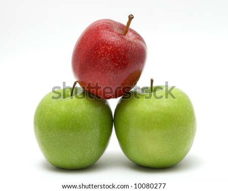 3 Apples isolated on white