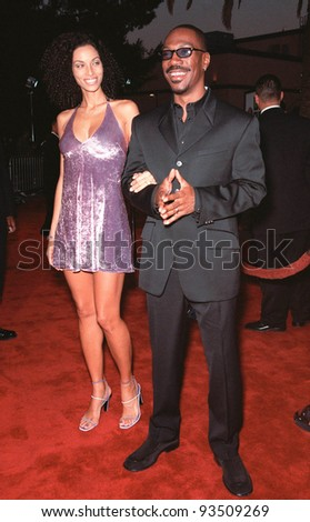"10AUG99: Actor EDDIE MURPHY & wife NICOLE at the Los Angeles premiere of his new movie ""Bowfinger"" in which he stars with Steve Martin.  Paul Smith / Featureflash - stock photo"