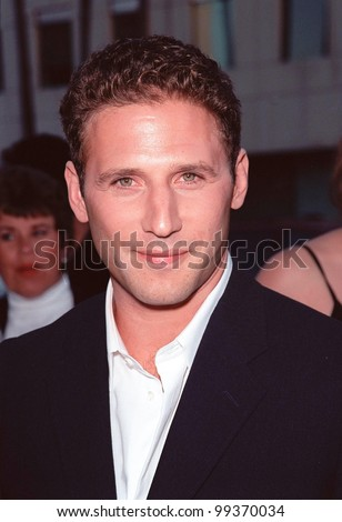 "16AUG99:  Actor MARK FEUERSTEIN at the world premiere, in Beverly Hills, of ""The Muse"" in which he stars with Sharon Stone & Andie McDowell.  Paul Smith / Featureflash"
