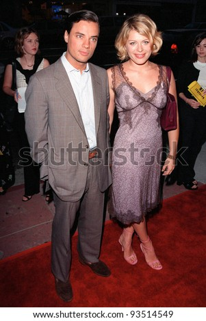 "25AUG98: Actress AMANDA DE CADENET & boyfriend at the world premiere, in Hollywood, of ""Rounders."""