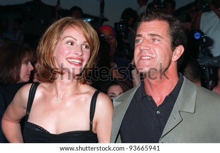 """04AUG97:  Actress JULIA ROBERTS & actor MEL GIBSON at the premiere of their new movie, """"Conspiracy Theory,"""" in Los Angeles. - stock photo"""