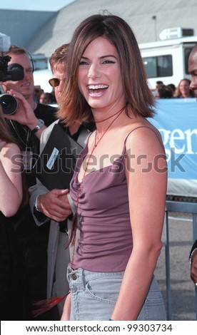 """01AUG99: Actress SANDRA BULLOCK at the 1999 Teen Choice Awards, in Santa Monica, where she won for """"Best Hissy Fit - Film"""" for """"Forces of Nature""""..  Paul Smith / Featureflash - stock photo"""