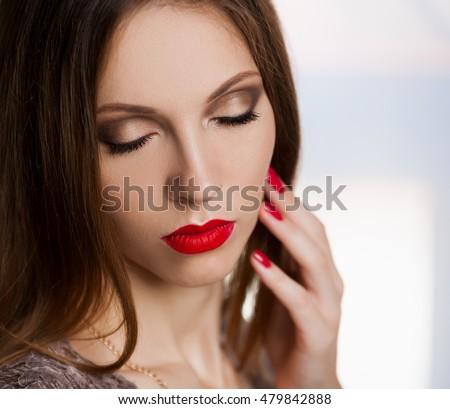beautiful single woman