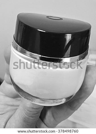 black & white  picture  of a cosmetic cream recipient