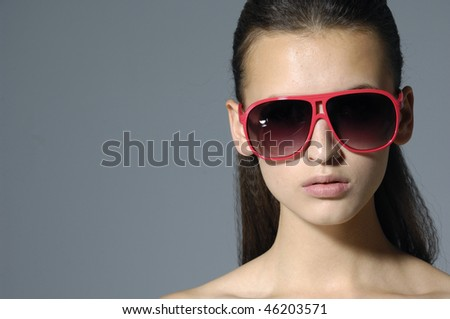 border of fashion model wearing the big modern sunglasses.