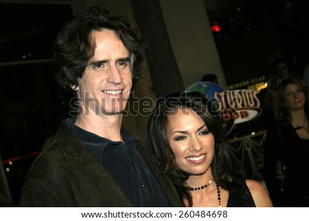 16 December 2004 - Hollywood, California - Jay Roach and Susanna Hoffs. The premiere of 'Meet The Fockers' at the Universal Amphitheatre Universal Studios in Hollywood.  - stock photo