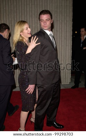 "03FEB2000:  Actress KELLY RUTHERFORD & actor LIEV SCHREIBER at the world premiere, in Los Angeles, of their new movie ""Scream 3.""  Paul Smith / Featureflash"