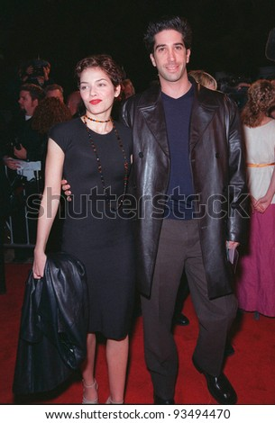 "25FEB99:  ""Friends"" star DAVID SCHWIMMER & actress girlfriend MILLI AVITAL at the premiere of ""Cruel Intentions"" in Los Angeles.  Paul Smith / Featureflash"
