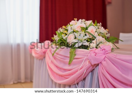 """Flowers on a pink table. Example of celebratory registration of tables and home decoration."""