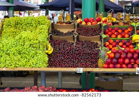 fresh fruit on the market
