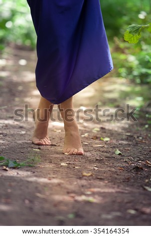 girl's legs, legs, ????????,???????,???????,???????,????,????,????,??????,?? Soon , modestly extending the road by the road , close , loneliness , barefoot , without shoes , barefoot