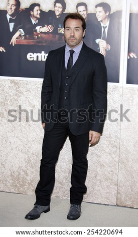 """9/7/2009 - Hollywood - Jeremy Piven at the HBO's Official Premiere of """"Entourage"""" Season 6 held at the Paramount Pictures Studios in Hollywood, United States.  - stock photo"""