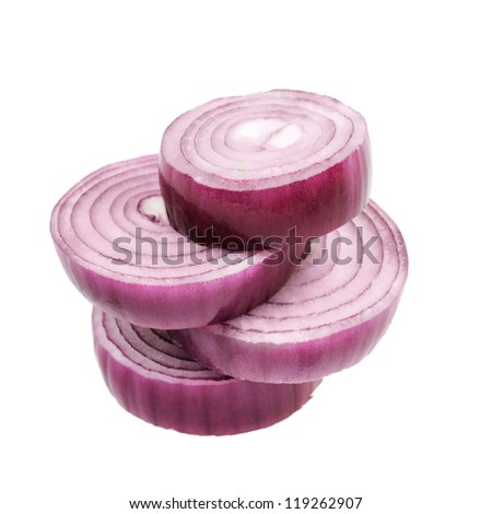 ??hopped red onion circles. Isolated on white.