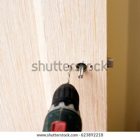 how to break a door lock with a screwdriver