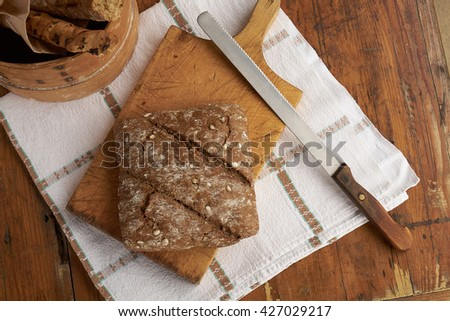 Integral bread on wooden cutting board