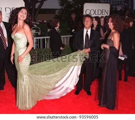 18JAN98:  Actor DUSTIN HOFFMAN lends a hand to actress MINNIE DRIVER as his wife looks on at the Golden Globe Awards. - stock photo