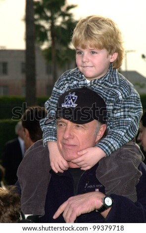 "29JAN2000:  Actor JAMES CAAN & son JIMMY at the Los Angeles premiere of ""Snow Day.""  Paul Smith / Featureflash"