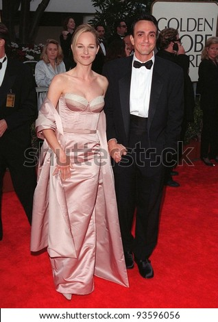 18JAN98:  Actress HELEN HUNT & actor husband HANK AZARIA at the Golden Globe Awards. - stock photo