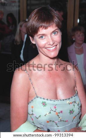 """25JUL99: Actress CAREY LOWELL at the Los Angeles premiere of boyfriend Richard Gere's new movie """"Runaway Bride"""" in which Gere stars with Julia Roberts.  Paul Smith/ Featureflash - stock photo"""