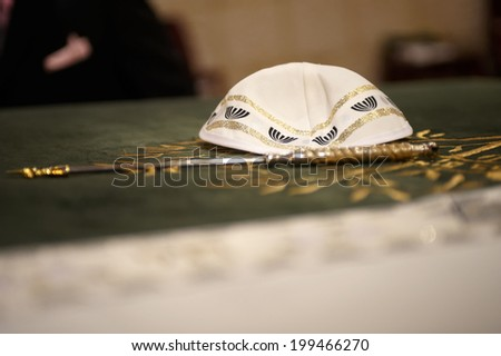 Kippah close up with yad in the forground