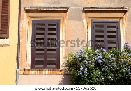 ���¡losed shutters of the window, Rome, Italy