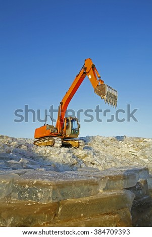Many ice together, ditching machine is working