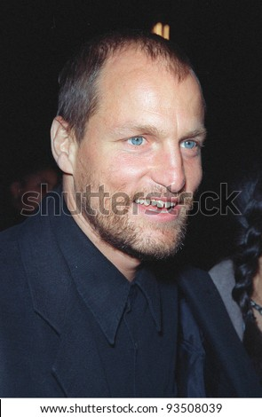 """16MAR99:  Actor WOODY HARRELSON at the world premiere of """"EDtv"""" in which he stars.  Paul Smith / Featureflash - stock photo"""