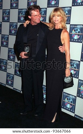 11MAR97:  GOLDIE HAWN & KURT RUSSELL at the Blockbuster Entertainment  Awards where Goldie won Favorite Actress in a Comedy, & Kurt won Favorite Actor - Action Adventure.  Pix: PAUL SMITH