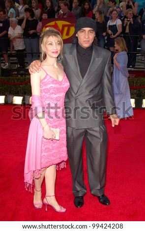 "12MAR2000: ""The Sopranos"" star STEVE VAN ZANDT & wife at the 6th Annual Screen Actors Guild Awards in Los Angeles.  Paul Smith / Featureflash"
