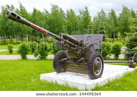 76.2 mm Soviet divisional and anti-tank gun Zis-3