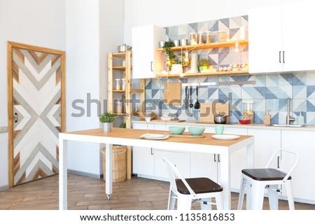 Modern Bright Cozy Kitchen Studio Apartment Stockfoto (Lizenzfrei ...