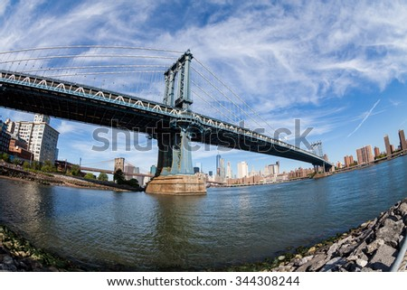 ??NEW YORK - AUGUST 22: Views of the ?Manhattan Bridge on a summer day on August 22, 2015. Its a famous and iconic bridge in New York, which passes the east river.