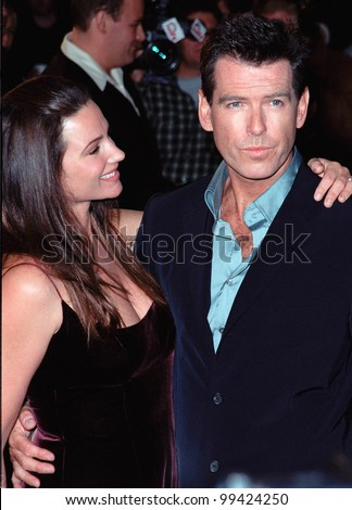 "08NOV99: Actor PIERCE BROSNAN & girlfriend KEELEY SHAYE-SMITH at world premiere, in Los Angeles, of the new James Bond movie ""The World Is Not Enough"".  Paul Smith / Featureflash"