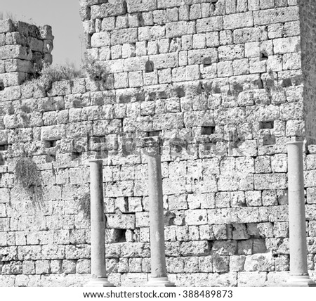 old   construction in asia turkey the column  and the roman temple