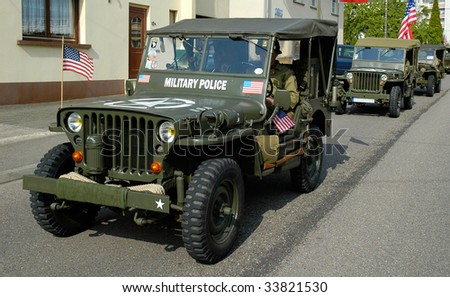 3 olds Jeep during a french commemoration parade