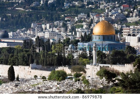 Panorama of the Temple Mount, including  Dome of the Rock and - partially - Al-Aqsa Mosque, from the Mount of Olives.