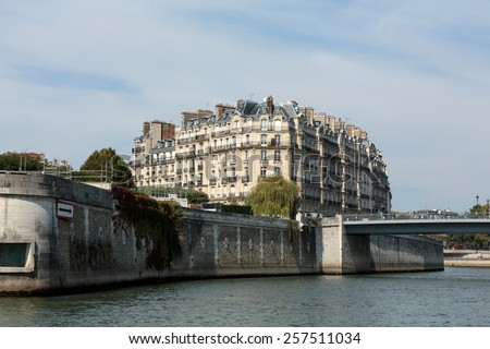 PARIS, FRANCE - SEPTEMBER 9 , 2014: Seine River and famous Cite Island. Paris, France - stock photo