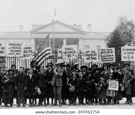 1922 protest in front of White House by children of American political prisoners. Hundreds of union leaders, activists, and others were imprisoned under WWI era Espionage and Sedition Acts. - stock photo