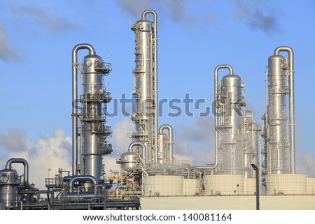 refinery factory plant in heavy industry estate - stock photo