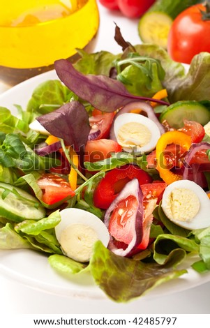 salad mix with quail eggs