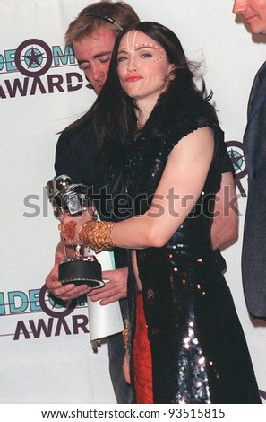 09SEP98: Pop star MADONNA at the MTV Video Music Awards in Los Angeles.