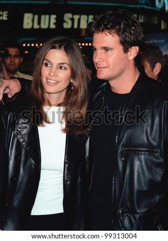 "27SEP99: Supermodel CINDY CRAWFORD & husband RANDE GERBER at the world premiere, in Los Angeles, of ""Three Kings"" which stars George Clooney.  Paul Smith / Featureflash"