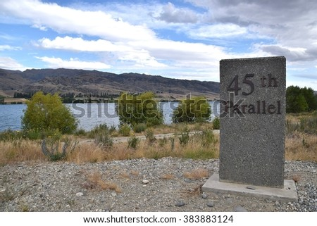 45th Parallel South plaque near the town of Cromwell.