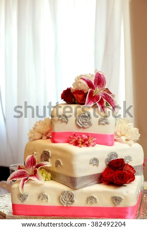 traditional  decorative wedding cake