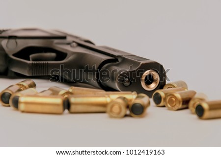 Traumatic gun with cartridges on the tinted phon