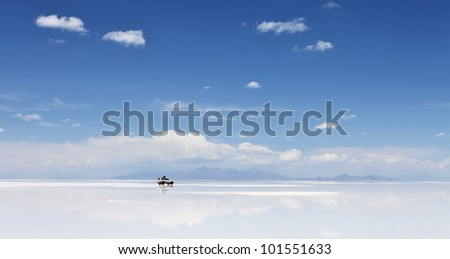 4WD in the moiddle of Salar de Uyuni, Salt flat in Bolivia