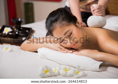 woman having massage and spa salon She is very happy, Beauty treatment concept.